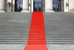 Trappa för röd matta Arkivfoto
