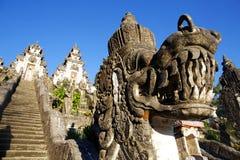 Trappa i den Lempuyang templet Arkivbild