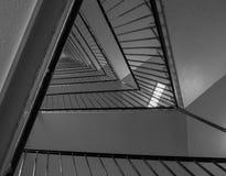 Trappa i en hög byggnad Arkivfoton