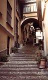 Trappa i en smal gata i Bellagio, stad av Italien Fotografering för Bildbyråer