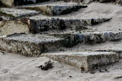 Trappa i sanden royaltyfri foto