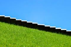 Trappa moment upp, moment - ner klättrar tillväxt, nedgång, stigande, prestationen, naturen, karriären, kullen, monumentet, kopie royaltyfri fotografi