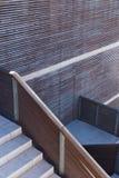 Trappa och abstrakt begreppväggar med linjer Royaltyfri Foto