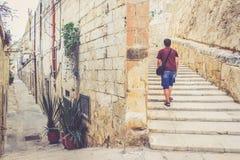 Trappa på gatan av la Valletta Arkivbild