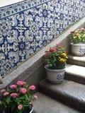 Trappa som dekoreras med blommor Arkivfoton