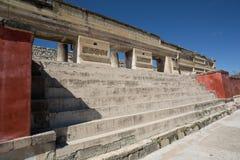 Trappa som leder till den Zapotec templet i Mitla Royaltyfria Foton
