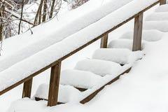 Trappa som täckas med snö efter tungt snöfall arkivfoton