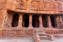 Trappa till den hinduiska templet för 6th århundradegrotta, arkitekturgränsmärke i Badami, Indien Arkivbild