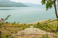 Trappa till floden Fotografering för Bildbyråer