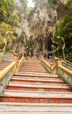 Trappa till ingången av Batu grottor Malaysia Arkivfoto