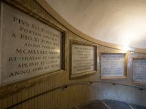 Trappa till plattformen för visning för basilika för St Peter ` s Royaltyfri Fotografi