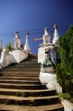 Trappa till Wat Phra That Doi Kong Mu Arkivbild