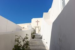 Trappa upp till kyrkan i Fira, Santorini Arkivbilder