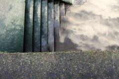 Trappa vid floden Fotografering för Bildbyråer