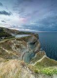 Trappahål på den Jurassic kusten av Dorset på soluppgång arkivbild