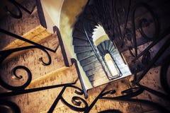 Trappan går ner, fotoet med den selektiva fokusen Fotografering för Bildbyråer