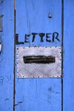 Trappe bleue lumineuse photographie stock libre de droits