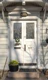 Trappe d'entrée Le porche de la maison photos libres de droits