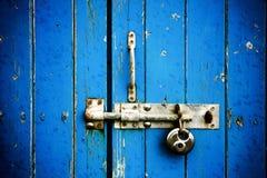 trappe en bois bleue Photo libre de droits