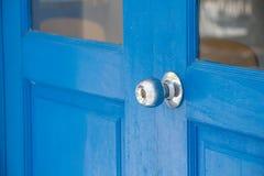 Trappe en bois bleue Photographie stock