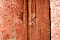 Trappe en bois peinte orange de cru Photographie stock libre de droits