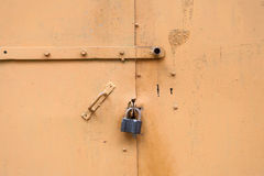 Trappe fermée en métal Images stock