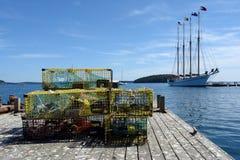 Trappes de langoustine dans le port de pêche du Maine Images libres de droits