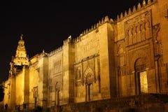 Trappes et tour de cloche de la mosquée de Cordoue images libres de droits
