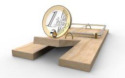 Trappola del topo con l'euro moneta come l'esca ha isolato fotografia stock libera da diritti