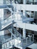 Trappuppgång arkitekturdetalj av det moderna affärskontoret Royaltyfria Foton