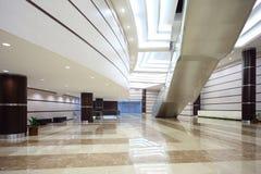 trappuppgång för glass korridor för dörrar stor fotografering för bildbyråer
