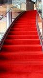 Trappuppgång för röd matta Fotografering för Bildbyråer