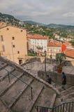 Trappuppgång i backe i centret av Grasse Fotografering för Bildbyråer