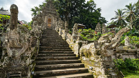 Trappuppgång i gammal tempel Royaltyfri Fotografi