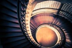 Trappuppgång i spiral- eller virvelform, fibonacci guld- förhållandesammansättning, abstrakt begrepp eller arkitekturbegrepp, mys Fotografering för Bildbyråer