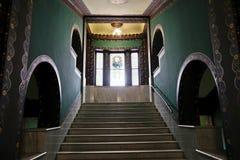 Trappuppgång inom slotten av kultur, Targu Mures royaltyfria foton