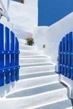 Trappuppgång och traditionell arkitektur i Santorini, Grekland Arkivbild
