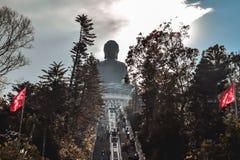 Trappuppgång som leder till Tian Tan Buddha på den Lantau ön arkivfoton