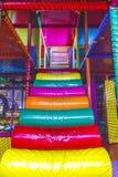 Trappuppgångar av den inomhus lekplatsarenan Arkivbild