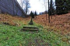 Trappuppgången som heading till den bästa kullen med ingen sida, grillar Royaltyfri Foto