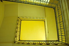 trappuppgångyellow arkivbilder