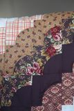 Trapunta smerlata fatta a mano del bordo di Amish immagini stock