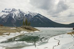 Traquil Scene of frozen Lake Minnewanka Stock Photos