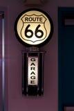 Trasa 66 podpisuje wewnątrz gościa restauracji Albuquerque, NM obraz stock