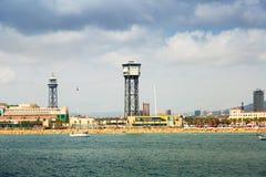 Trasbordador Aeri sobre el puerto Vell del mar Barcelona foto de archivo