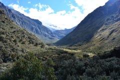 Trascini al lago 69, nel parco nazionale del ¡ n di HuascarÃ, il Perù Immagine Stock