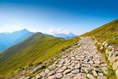 trascini alla cima della montagna Kasprowy su in Polonia Fotografia Stock