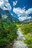 Trascini per annerire il lago nell'ambito del picco di Rysy, montagne di Tatra immagini stock libere da diritti