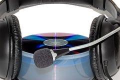 Trasduttori auricolari sopra di un CD Immagine Stock Libera da Diritti