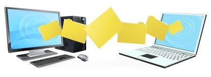 Trasferimento della cartella del computer portatile del computer Fotografie Stock Libere da Diritti